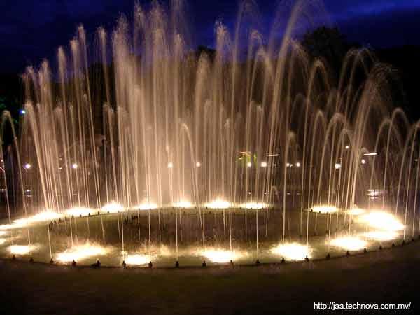 http://www.jawish.org/blog/uploads/india-mysore-fountain.jpg